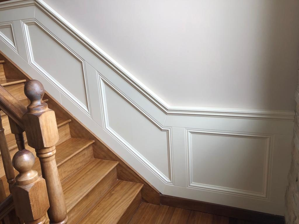 Image of panelling in hallway